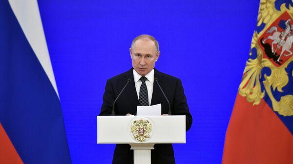 Президент РФ Владимир Путин выступает на ежегодном торжественном приеме в Кремле в честь Дня Героев Отечества