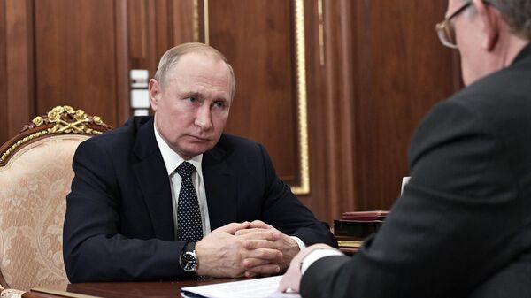 Президент РФ Владимир Путин во время встречи с председателем Счетной палаты РФ Алексеем Кудриным. 11 декабря 2019