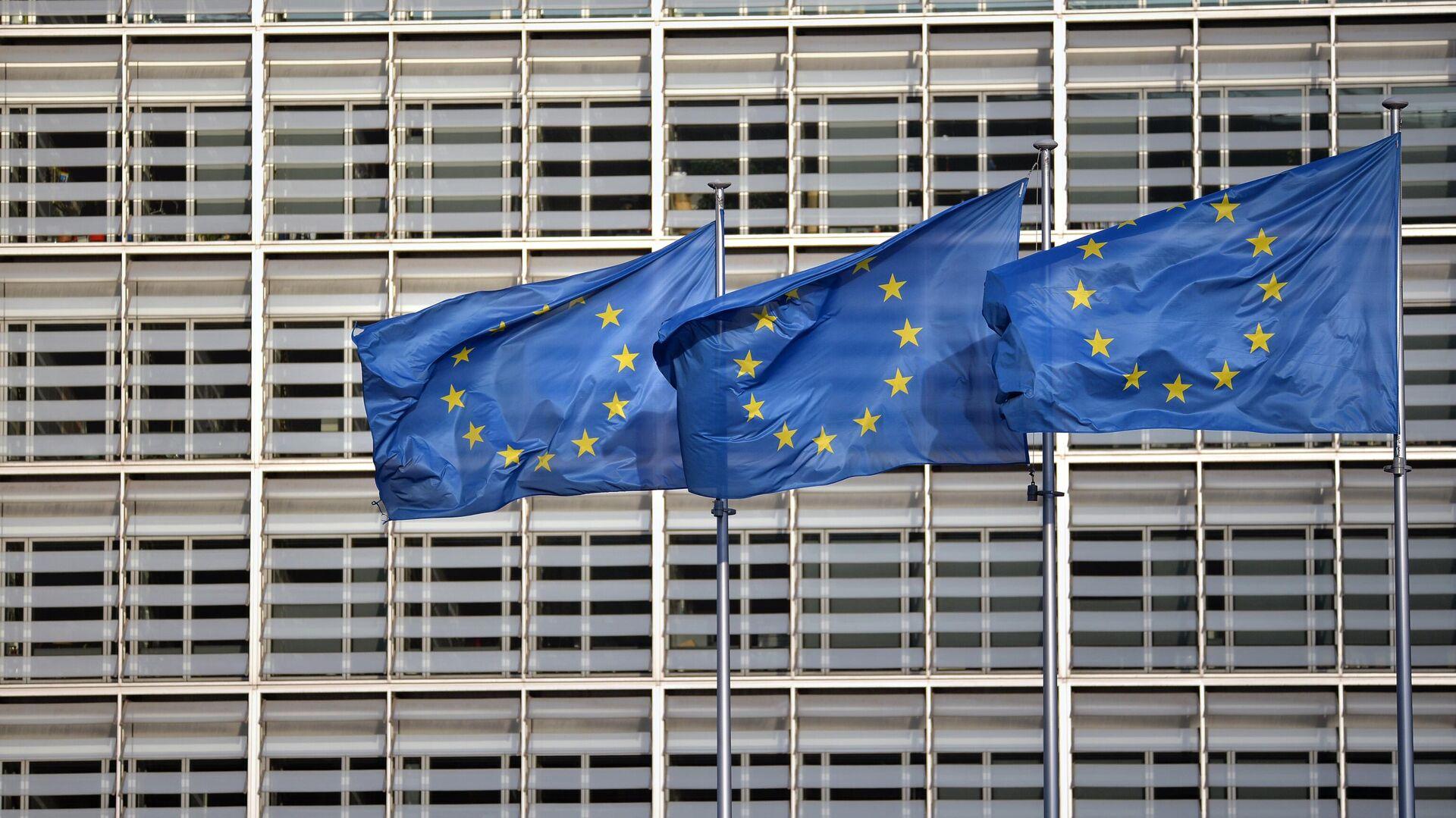 Флаги ЕС на фоне здания Европейского совета - РИА Новости, 1920, 24.09.2020