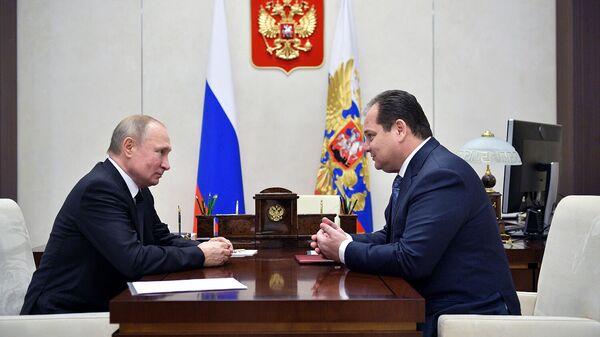 Президент РФ Владимир Путин и Ростислав Гольдштейн (справа) во время встречи