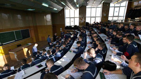 Участники международной акции Тест по истории Отечества в Морском государственном университете имени адмирала Г. И. Невельского во Владивостоке