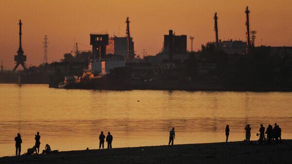 Вид на набережную Северной Двины и Мосеев остров в Архангельске