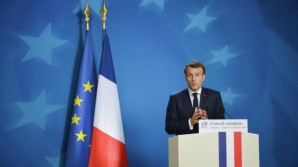 Президент Франции Эммануэль Макрон выступает на саммите глав государств и правительств Евросоюза в Брюсселе