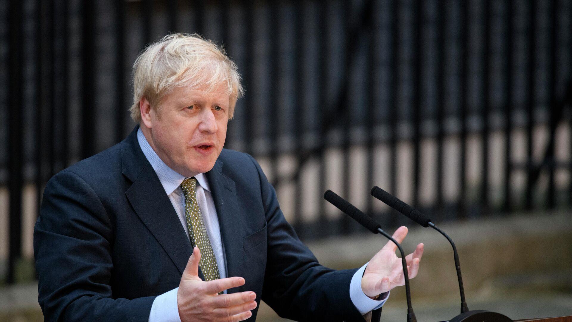 Премьер-министр Борис Джонсон выступает на Даунинг-стрит в Лондоне - РИА Новости, 1920, 07.01.2021