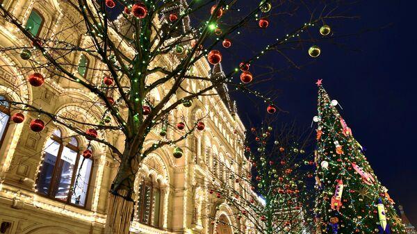 На фестивале Путешествие в Рождество возле ГУМа в Москве