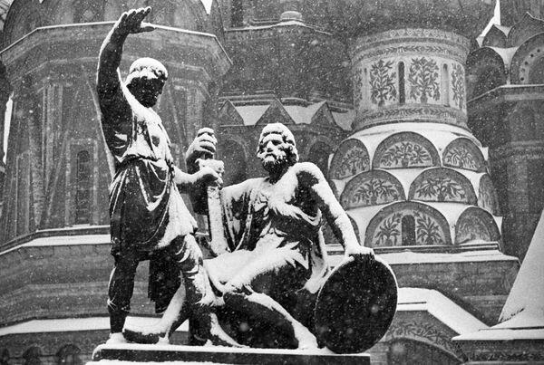 Памятник Козьме Минину и Дмитрию Пожарскому на Красной площади в Москве