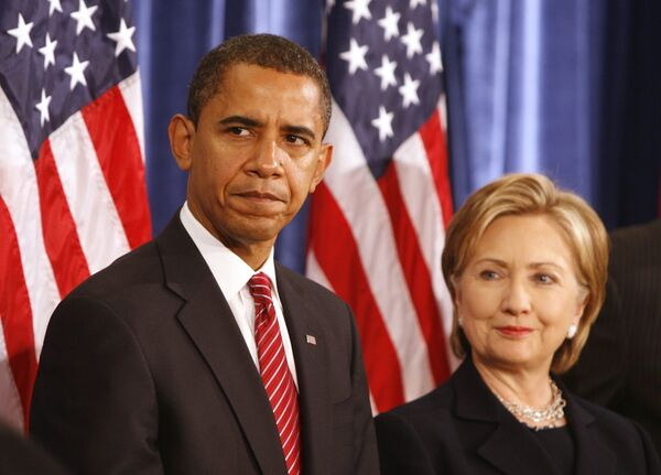 Барак Обама и Хиллари Клинтон во время пресс-конференции в Чикаго