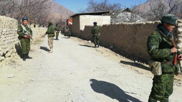 Пограничники на кыргызско-таджикской границе