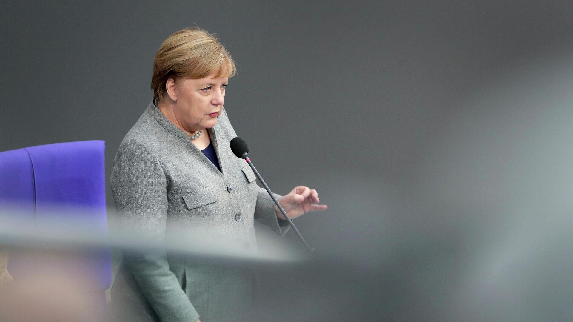 Канцлер ФРГ Ангела Меркель во время выступления в бундестаге - РИА Новости, 1920, 29.02.2020