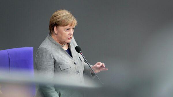 Канцлер ФРГ Ангела Меркель во время выступления в бундестаге