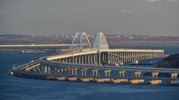 Между Кубанью и Крымом стартует движение грузовых поездов