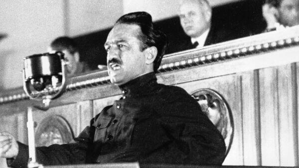 Народный комиссар пищевой промышленности СССР Анастас Иванович Микоян выступает на Первом Всесоюзном совещании стахановцев в Кремле. 1935 год