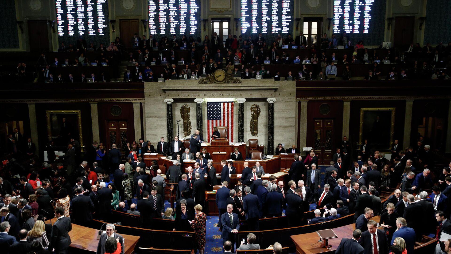 Члены Палаты представителей Конгресса США во время голосования по импичменту Дональда Трампа. 18 декабря 2019 - РИА Новости, 1920, 01.01.2021