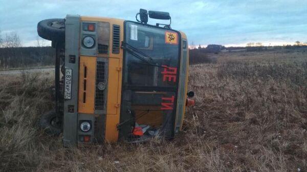 В Комсомолськом районе Ивановской области возле деревни Селезенёво школьный автобус марки ПАЗ лег левым бортом в кювет