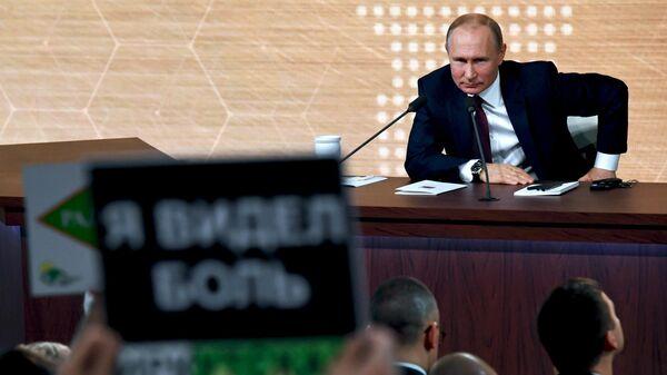 Отставка Левченко не связана с партийной принадлежностью, заявил Путин