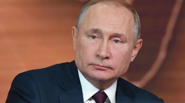 Путин заявил об устойчивости рубля к колебаниям цен на нефть