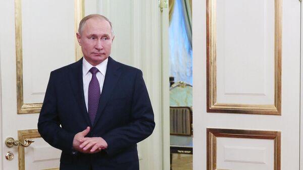 Президент РФ Владимир Путин перед началом встречи с президентом Белоруссии Александром Лукашенко
