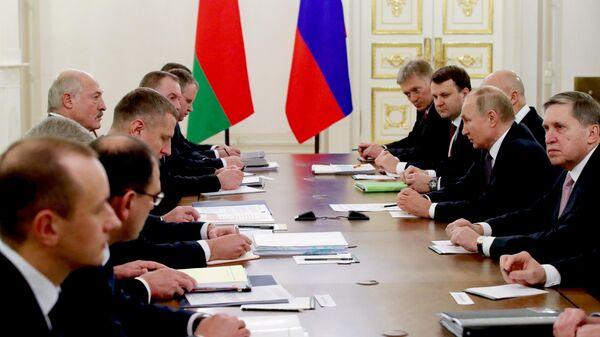 Президент РФ Владимир Путин и президент Белоруссии Александр Лукашенко во время переговоров