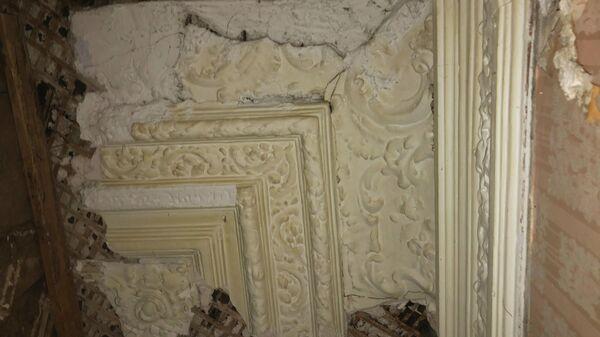 Старинный декор в усадьбе на Старой Басманной в Москве