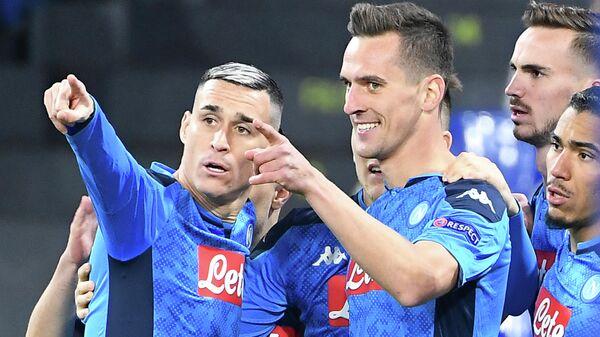 Футболисты Наполи радуются забитому голу