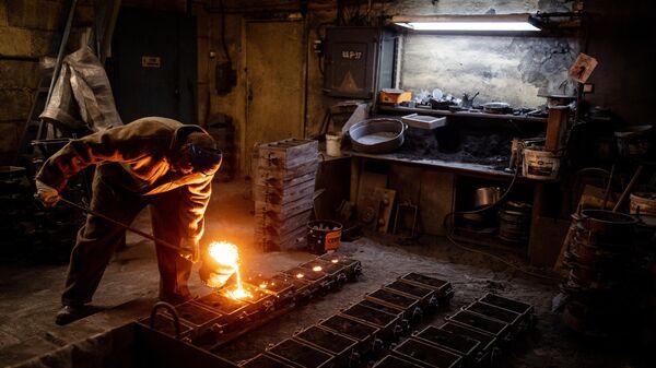 Литье изделий на Каслинском заводе архитектурно-художественного литья