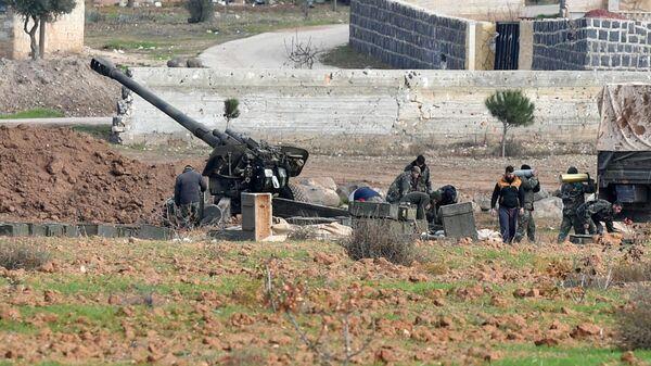 Бойцы сирийских правительственных войск после освобождения от боевиков города Джарджаназ в провинции Идлиб