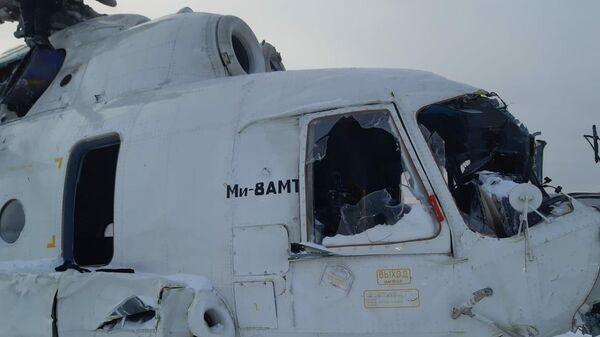 Вертолет Ми-8 после жесткой посадки в Красноярском крае
