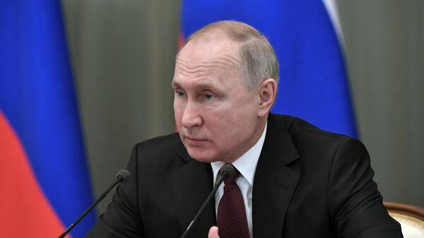Президент РФ Владимир Путин на предновогодней встрече с членами правительства РФ