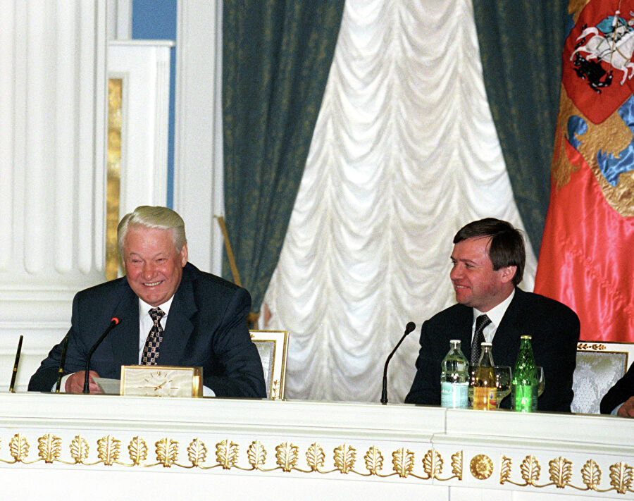 Президент Борис Ельцин и глава администрации президента России Валентин Юмашев в Кремле