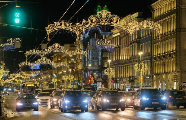 Новогодняя подсветка Невского проспекта в Санкт-Петербурге