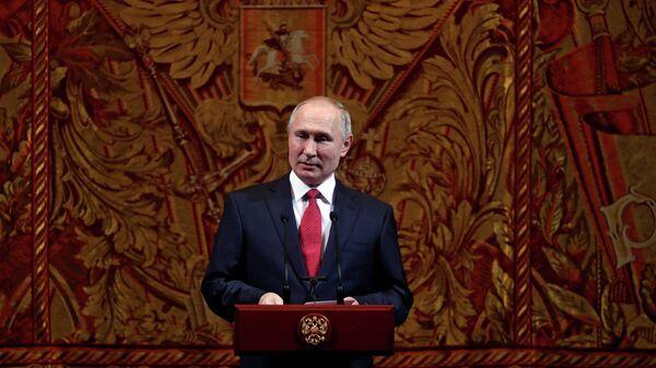 Президент РФ В. Путин и премьер-министр РФ Д. Медведев приняли участие в торжественном вечере по случаю Нового года