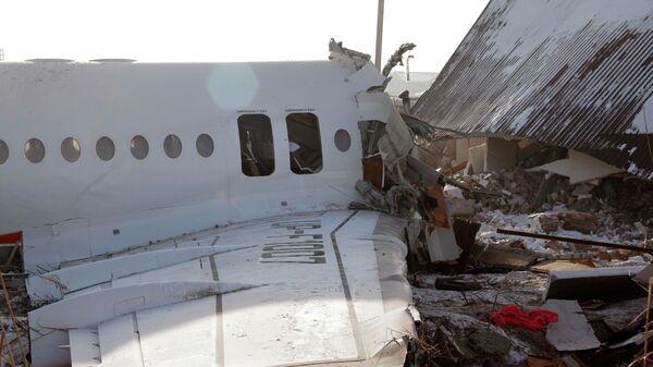 Место крушения самолета Fokker 100 казахстанской авиакомпании Bek Air, следовавшего рейсом Алма-Ата — Нур-Султан