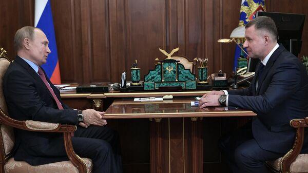 Президент России Владимир Путин и глава МЧС Евгений Зиничев  во время встречи в День спасателя