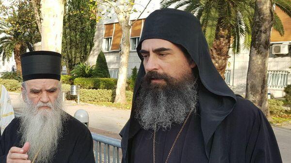 Епископ Диоклийский Сербской православной церкви Мефодий (справа)