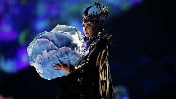 Фигуристка Татьяна Навка выступает в ледовом шоу Спящая красавица: легенда двух королевств в Москве. 27 декабря 2019