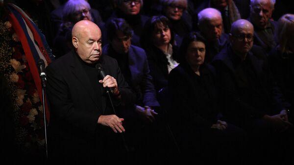 Михаил Швыдкой на церемонии прощания с художественным руководителем Московского театра Современник Галиной Волчек