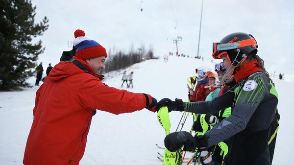 Воробьев и Собянин покатались на лыжах с учениками школы Шуколово