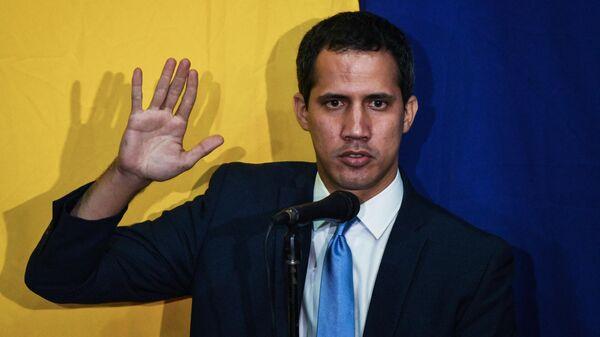Лидер оппозиции Хуан Гуаидо на собрании оппозиции в штаб-квартире газеты El Nacional в Каракасе