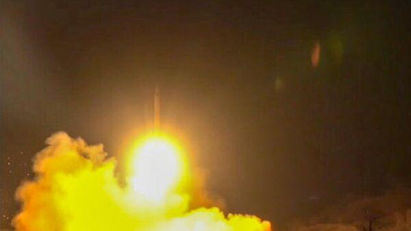 Стоп-кадр видео пуска иранской ракеты по американской военной базе на территории Ирака. 8 января 2020