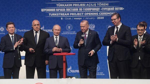 Президент России Владимир Путин и президент Турции Реджеп Тайип Эрдоган на церемонии официального открытия газопровода Турецкий поток в Стамбуле. 8 января 2020
