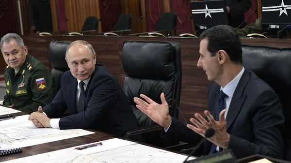 Президент РФ Владимир Путин и президент Сирии Башар Асад во время встречи в командном пункте группировки Вооруженных Сил России в Сирии