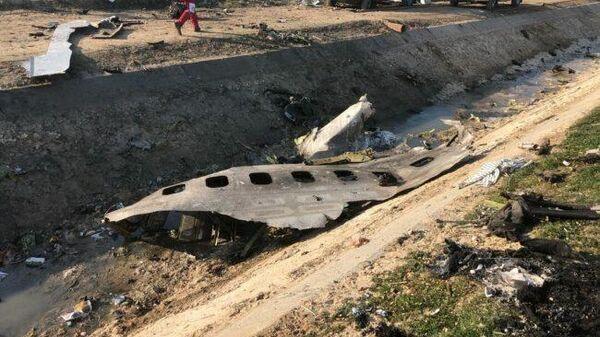 На месте крушения пассажирского лайнера Международных авиалиний Украины Boeing 737-800 неподалеку от тегеранского международного аэропорта имени Имама Хомейни