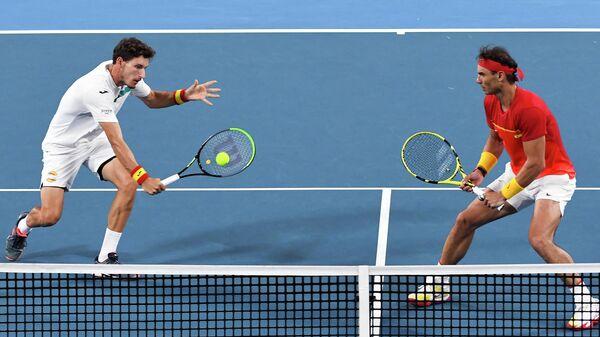 Испанские теннисисты Пабло Карреньо-Буста (слева) и Рафаэль Надаль