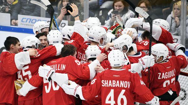 Игрок сборной Востока радуются победе в матче звезд Молодежной хоккейной лиги Кубок Вызова 2020 в Москве.
