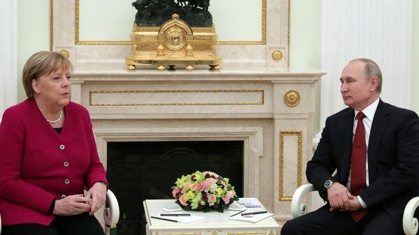 1563322327 253:345:2744:1746 600x0 80 0 0 55c0eeffbac0809b53cba14a37f2186b - Путин и Меркель обсудили борьбу с коронавирусом