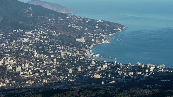 Вид на Ялту с горы Ай-Петри в Крыму