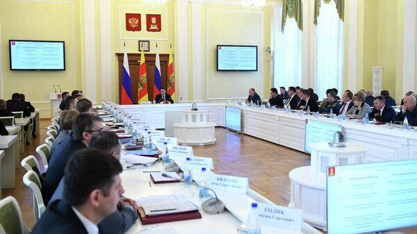 Губернатор Тверской области Игорь Руденя во время заседания регионального Правительства