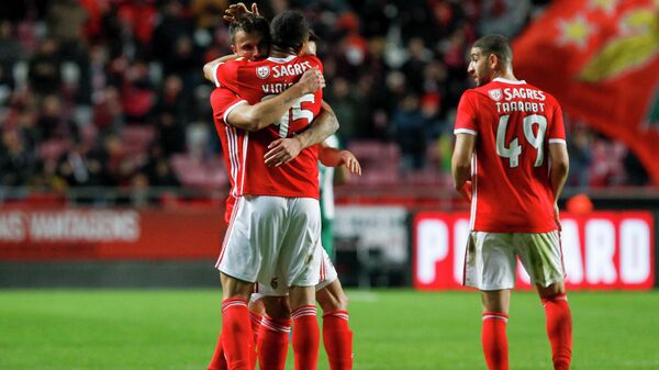 Футболисты Бенфики в матче Кубка Португалии против Риу Аве