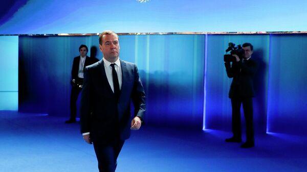 Председатель правительства России Дмитрий Медведев перед началом ежегодного послания президента Владимира Путина Федеральному собранию