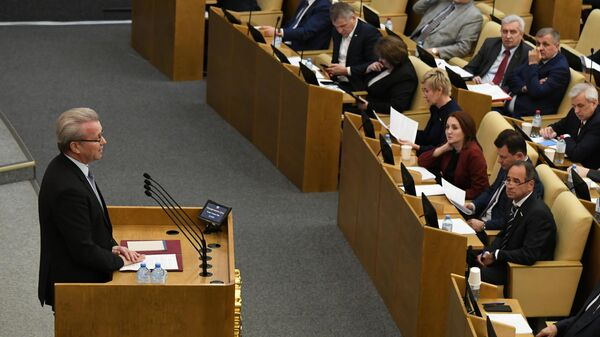 Полномочный представитель президента России в Государственной Думе Гарри Минх на пленарном заседании Госдумы